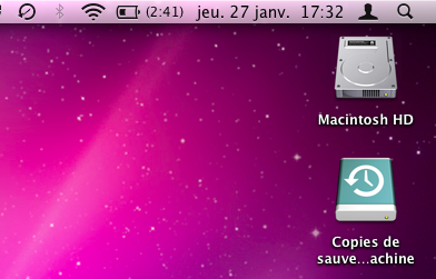Le MacBook Air en train de sauvegarder sur le volume distant.